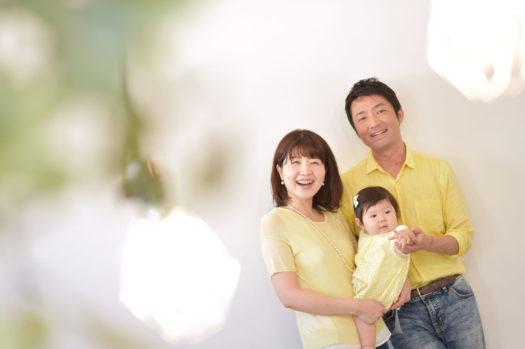 家族写真 宝塚市 女の子 自然光 コーディネート