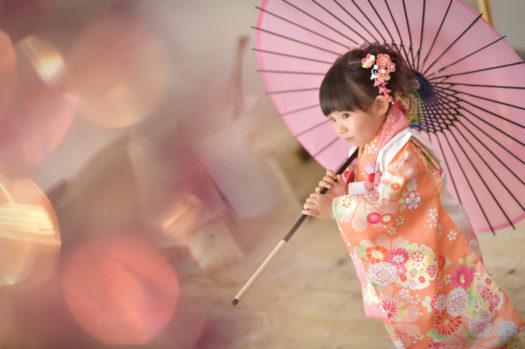 七五三 3歳 オレンジの着物 傘