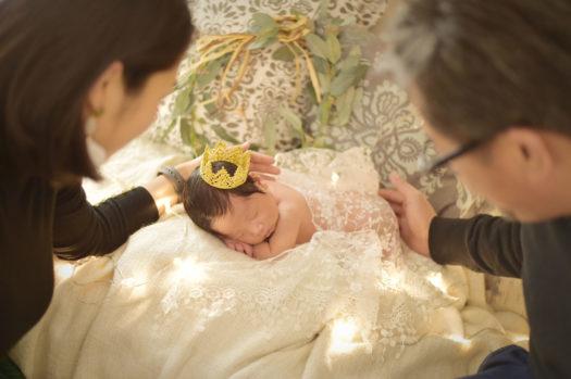宝塚市 ニューボーンフォト 男の子 はだかんぼう 家族写真