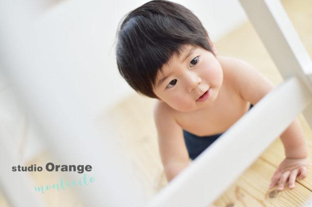 吹田市 バースデーフォト 1歳男の子 はだかんぼう 自然な仕草