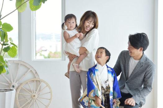 七五三 5歳男の子 家族写真 自然な雰囲気