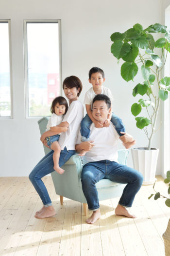 家族写真 宝塚市 シンプル 自然光スタジオ