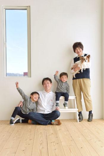 宝塚市 ペットフォト パピヨン 家族写真