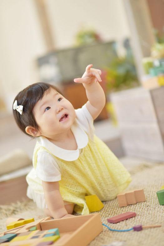 バースデーフォト 1歳 女の子 指差し