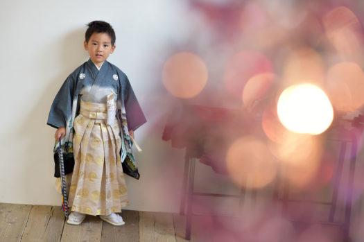 七五三 5歳男の子 青の着物 おしゃれなスタジオ