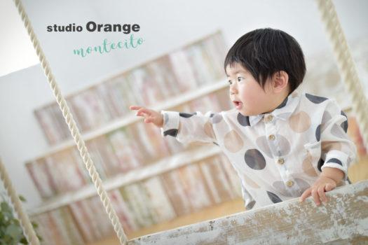 吹田市 バースデーフォト 1歳男の子 カジュアル衣装 自然な仕草