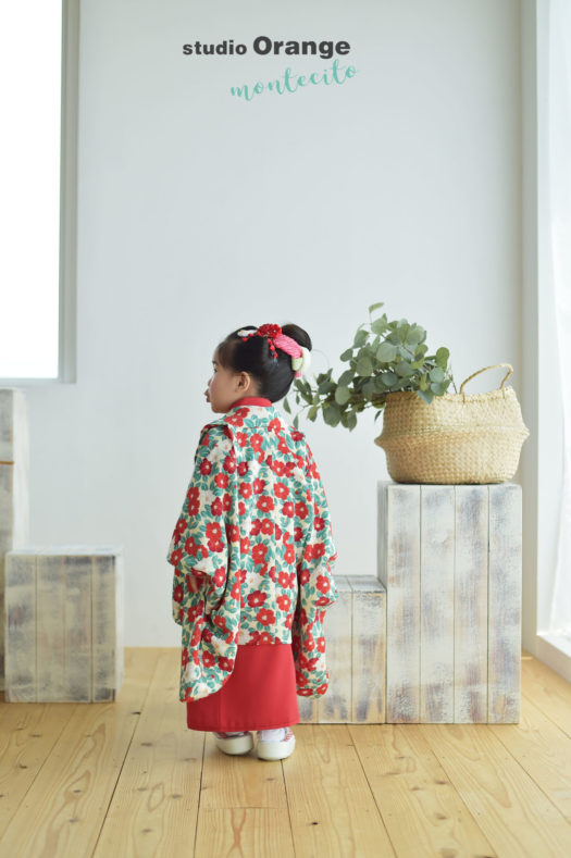 宝塚市 七五三 3歳女の子 椿柄 被布コート 後ろ姿