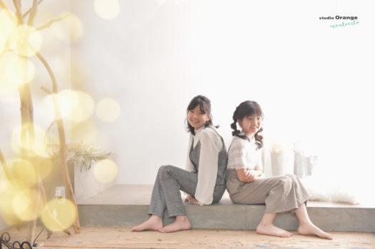 姉妹 お揃い風 洋装 白シャツ