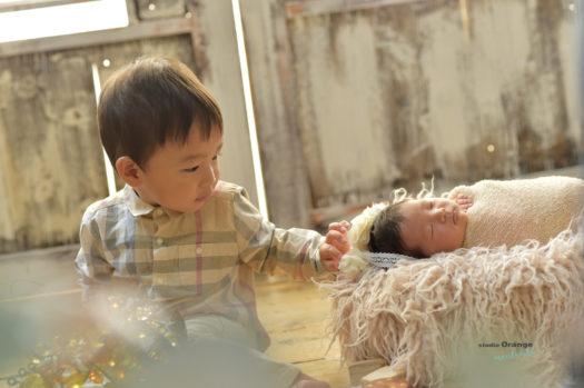 ニューボーン 兄妹 ぐるぐる巻き 2歳兄 生後6日目 新生児